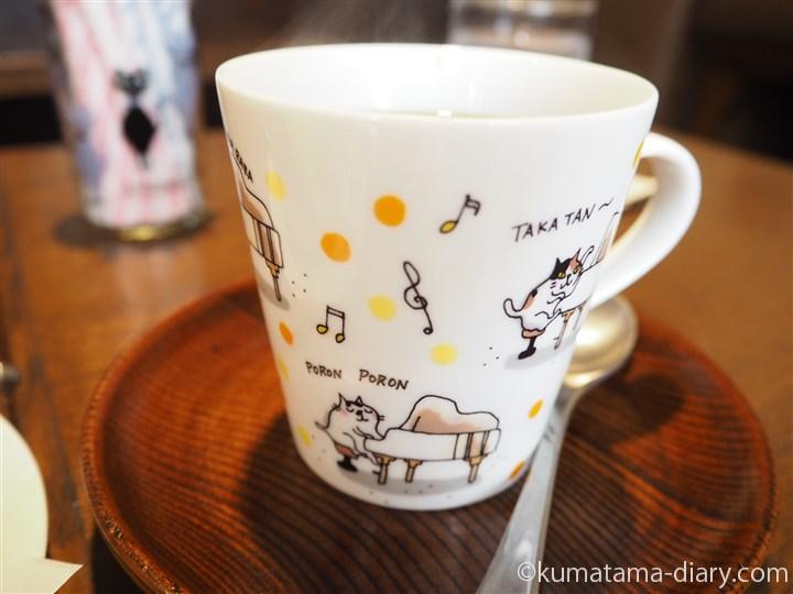 猫カップでコーヒーを