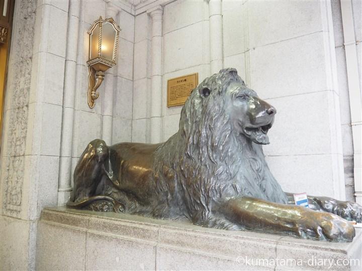 ライオン像右