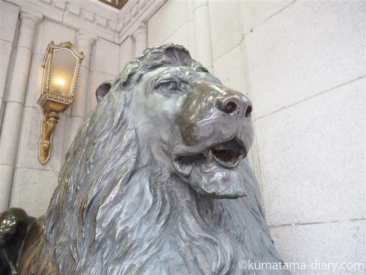 ライオン像アップ