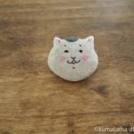 木彫りで「きょうの猫村さん」の顔ブローチを作りました
