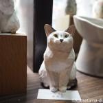 「港のネーコ・ネコはま・ネコすき2」でバンナイリョウジさんの木彫り猫を見ました