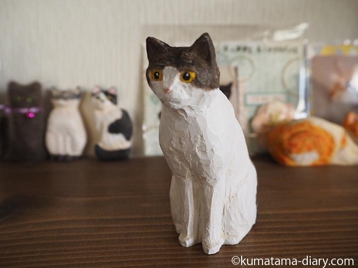 キジトラ白猫木彫り