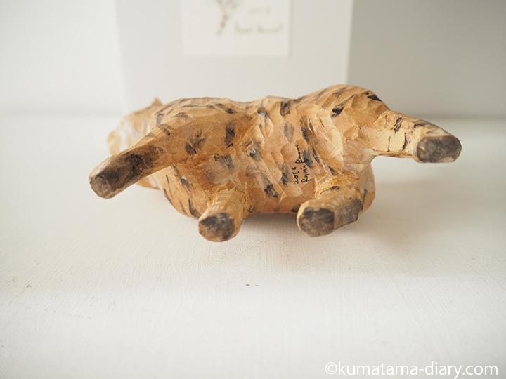 木彫り猫下から