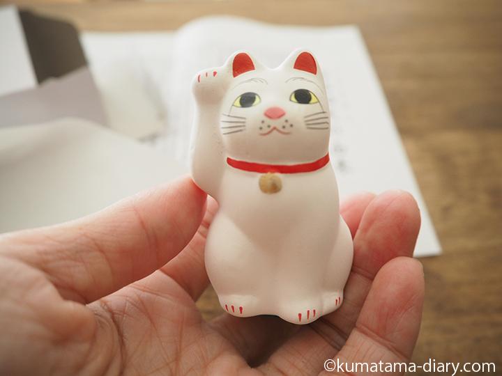 手のひらサイズの招き猫
