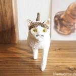 歩くキジトラ白猫さんの木彫りを作りました