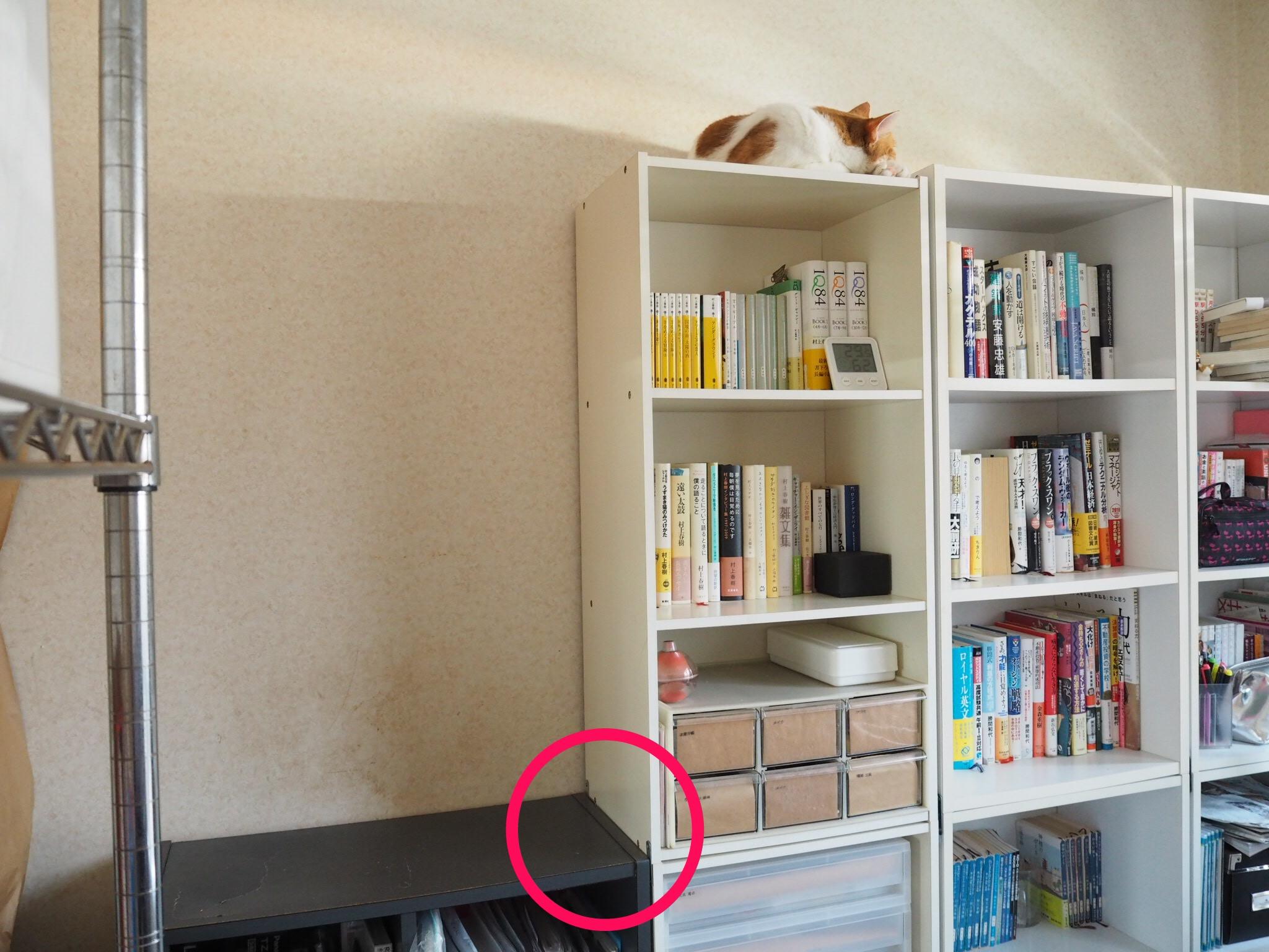 金具で連結した本棚