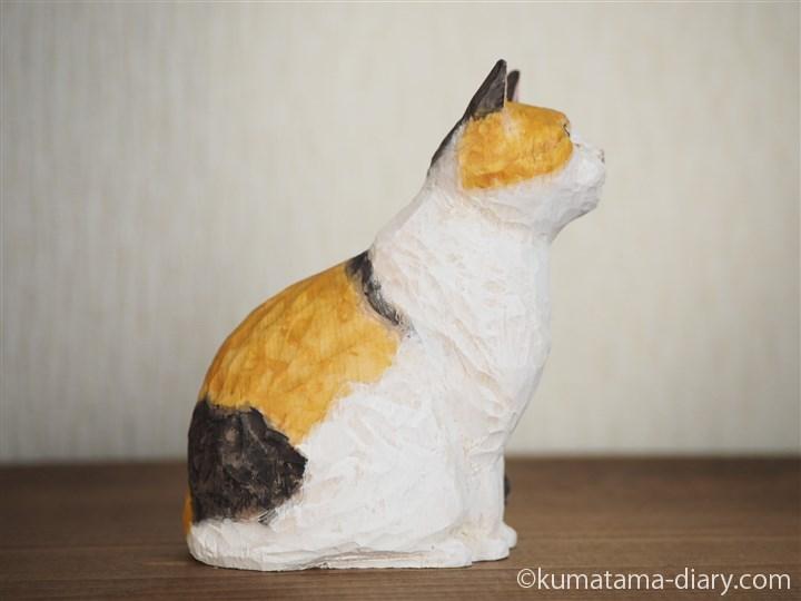 木彫りの三毛猫さん右
