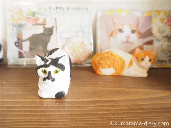 たまきの木彫り猫とともに