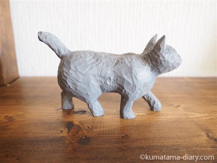 グレーの木彫り猫右