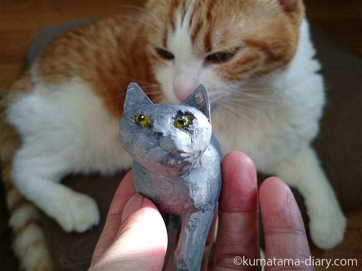 木彫り猫のしっぽをにおうたまき
