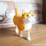 茶トラ白猫の歩き猫を木彫りで作りました