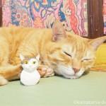 「ネコリパブリック東京お茶の水店」の猫さんがモデルの木彫り猫を持参しました