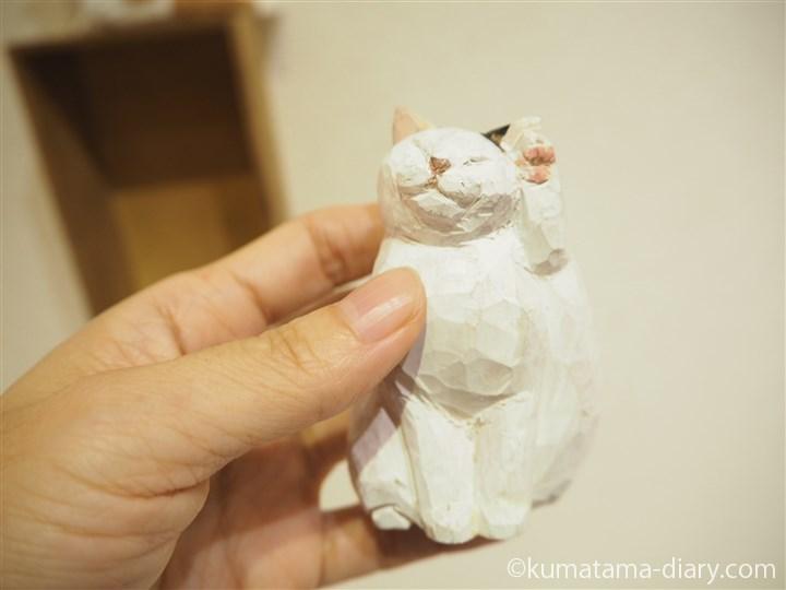 木彫り猫足上げ