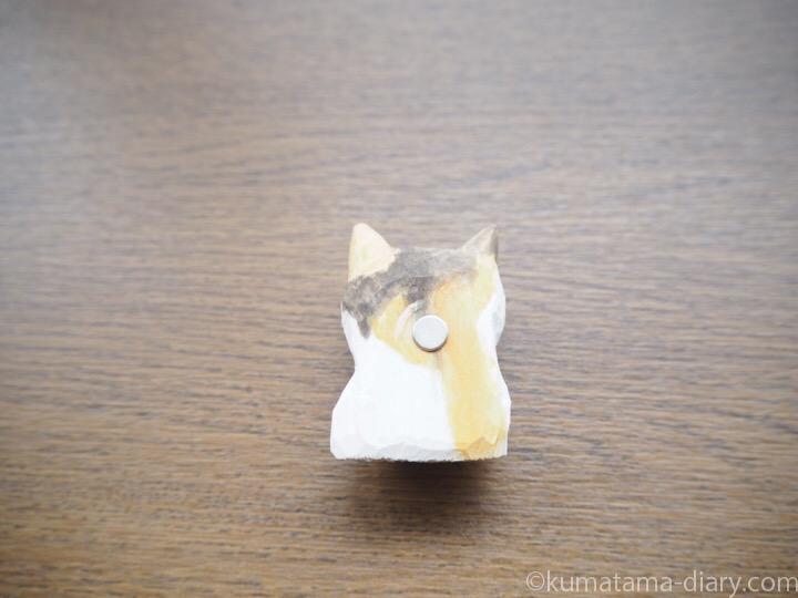木彫り猫マグネット裏