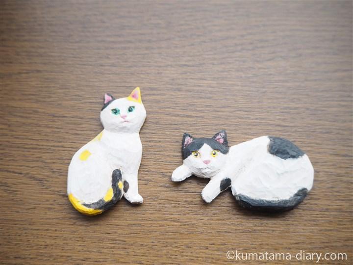 木彫り猫ブローチ