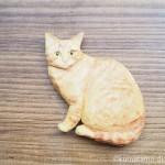 タレ目の茶トラ猫さんのマグネットを木彫りで作りました