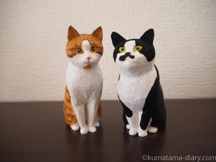 黒白猫さんと茶トラ白猫さん木彫り