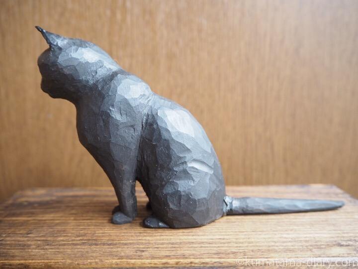 くま黒猫木彫り左