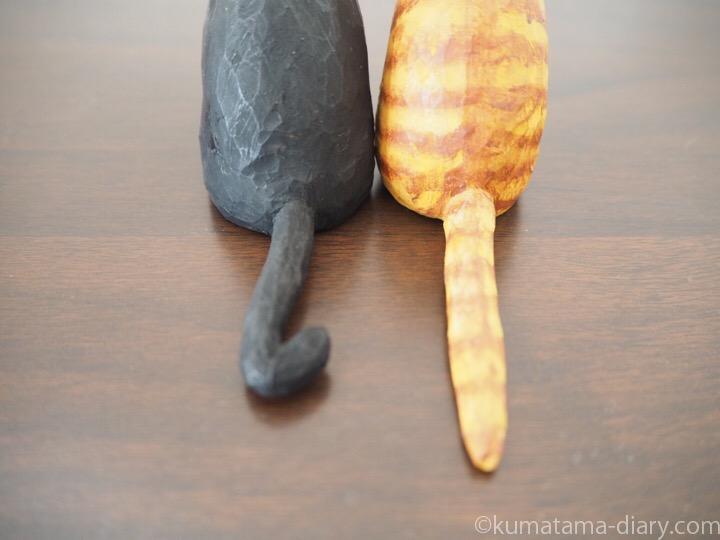 黒白猫さんと茶トラ白猫さんしっぽ