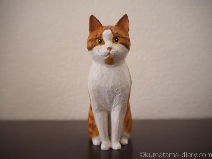 茶トラ白猫さん木彫り