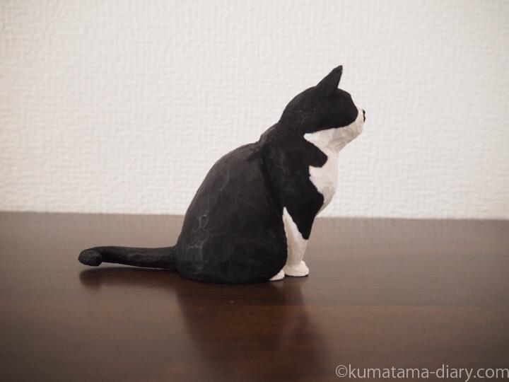黒白猫さん木彫り横