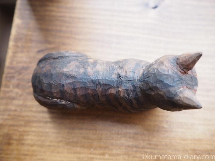 木彫りキジトラ猫さん上から