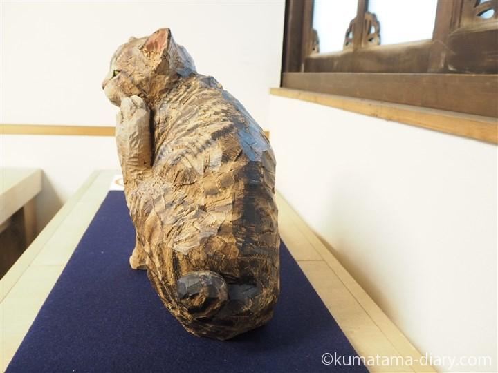 はしもとみおさんの木彫り猫