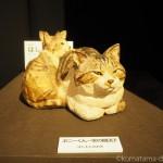 「猫都(ニャンと)の国宝展 at 百段階段 ~猫の都の国宝アート~」で、はしもとみおさんの木彫り猫を見ました