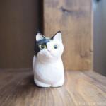 木彫りで香箱座りの三毛猫さんを作りました