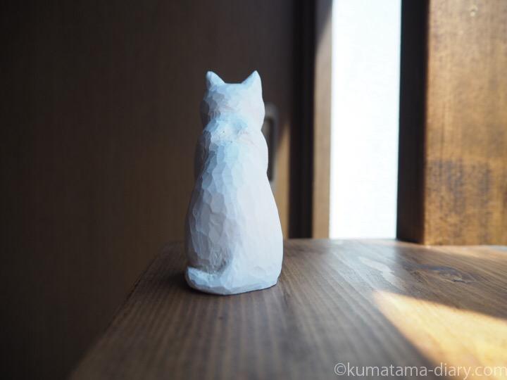 オッドアイ白猫木彫り後ろ