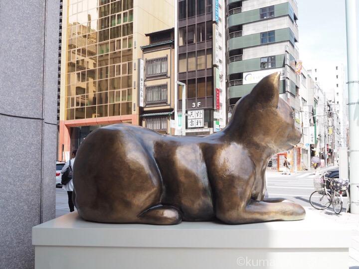 日本橋三越ネコ像横