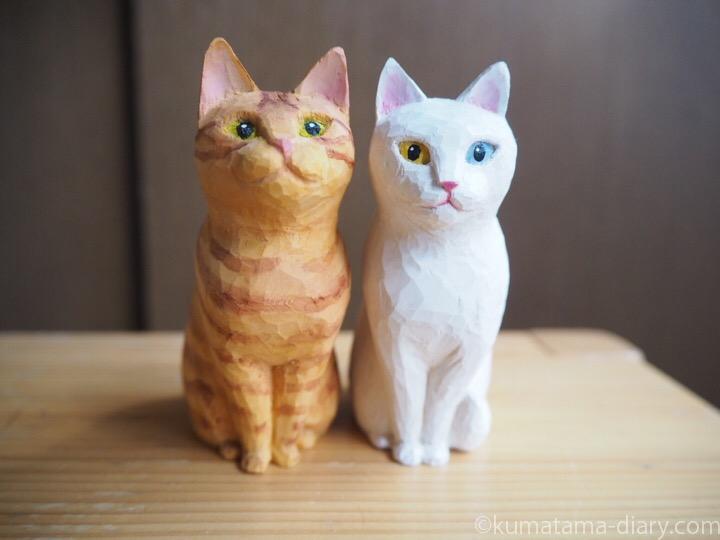 木彫り猫白猫と茶トラ猫