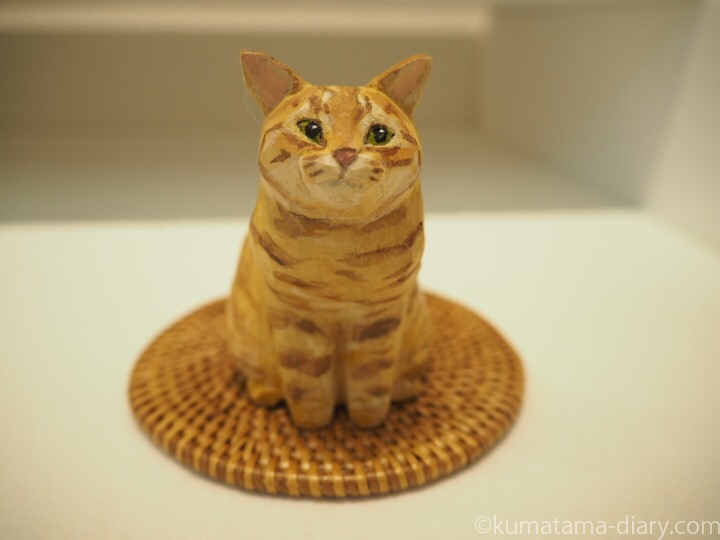 茶トラ猫木彫り