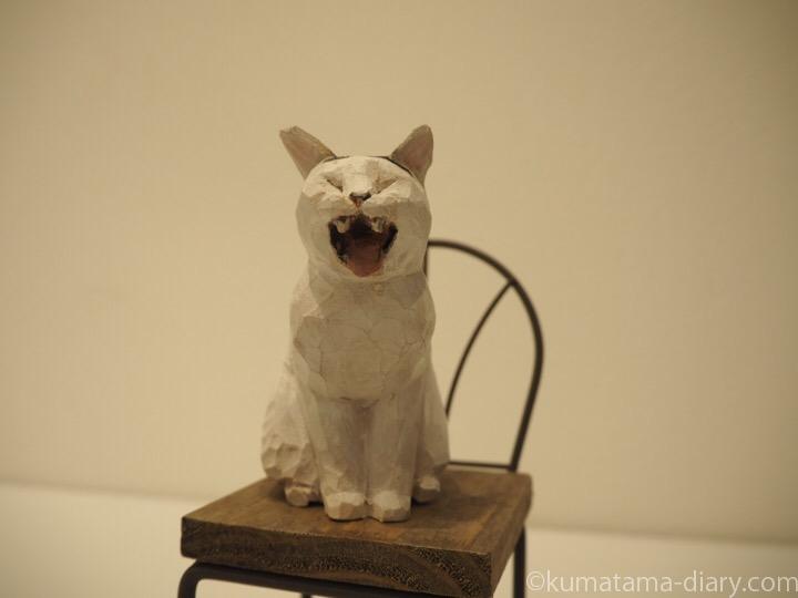 あくび猫木彫り