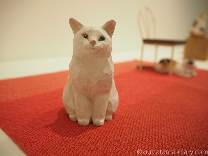 白猫木彫り