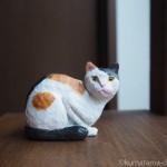 木彫りで小さな三毛猫さんを作りました