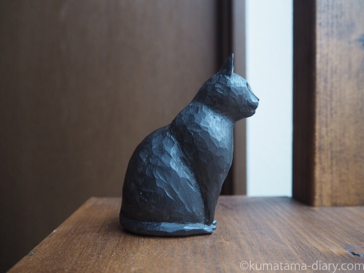 木彫り黒猫右