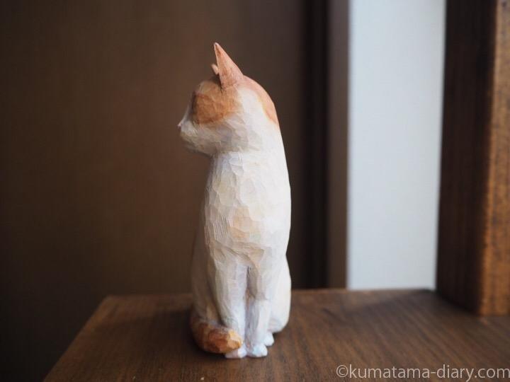 茶トラ白猫木彫りたまき