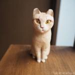 ミルクティー色の猫さんを木彫りで作りました