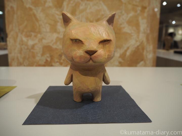 涙目猫木彫り