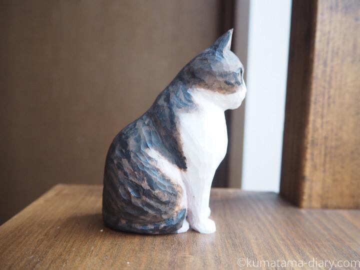 キジトラ白猫さん木彫り右