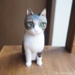 前足が閉じないエジプト座りの猫さんを木彫りで作りました