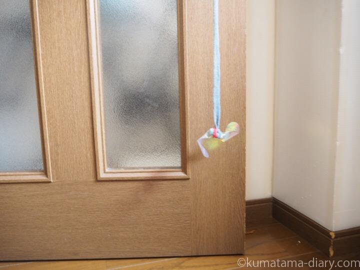 ドアに吊るしたおもちゃ