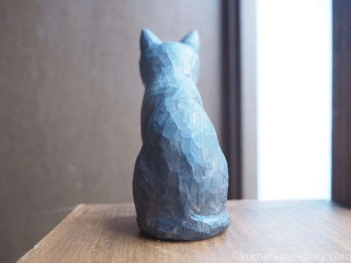 黒白猫木彫り後ろ
