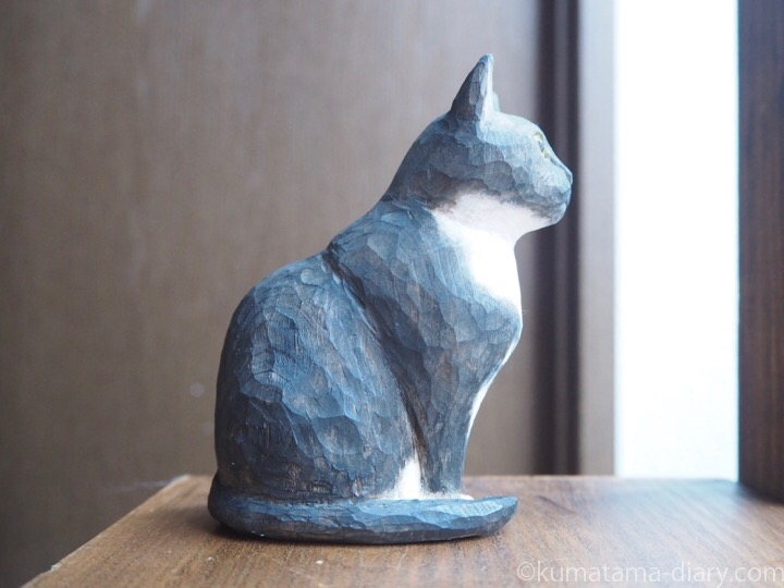 黒白猫木彫り右