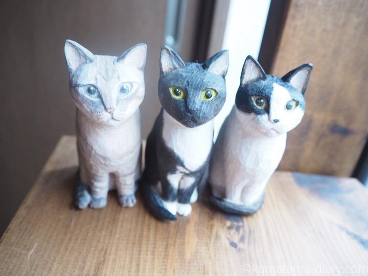3匹木彫り猫