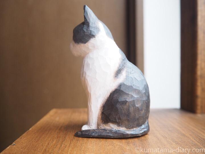 白黒木彫り猫エースくん左