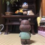 仏壇の木彫りパンダとカバ