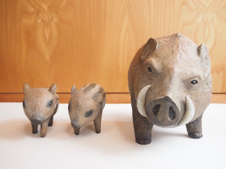 猪親子木彫り