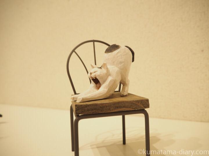 バンナイリョウジ木彫り猫あくび